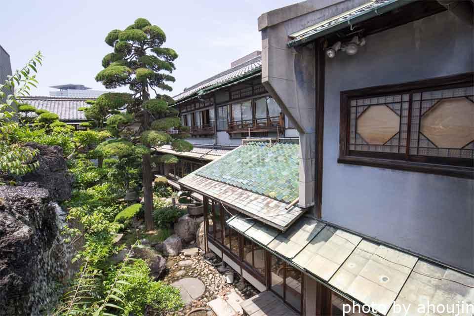 中村遊郭松岡中庭