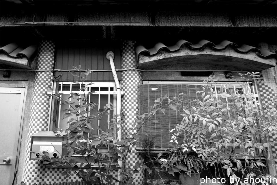 鳩の街の豆タイル円柱